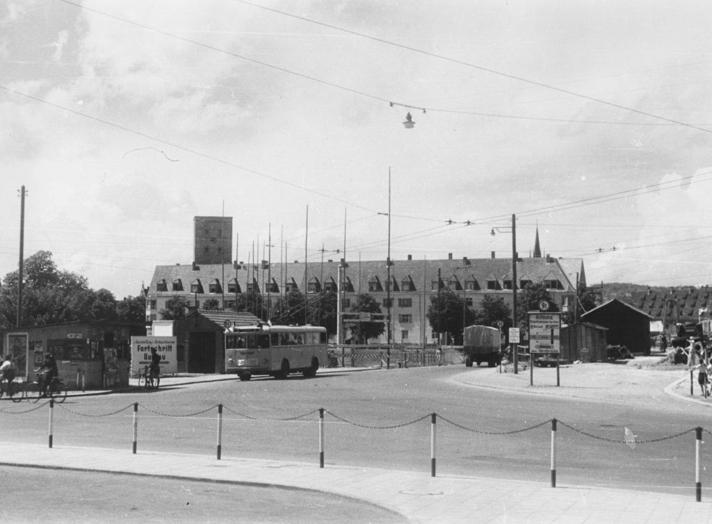 Neu-Ulm, GÄnstorbrücke mit behelfsmäßiger und zukünftiger Auffahrt (Bild: Stadtarchiv Neu-Ulm)