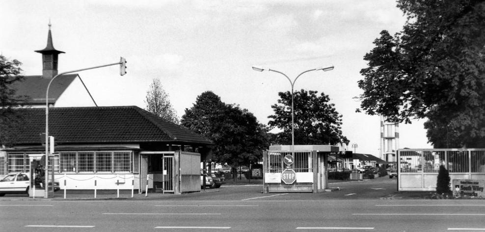 """Neu-Ulm, Einfahrt zum """"Wiley"""" (Stadtarchiv Neu-Ulm, Hans Botzenhardt)"""