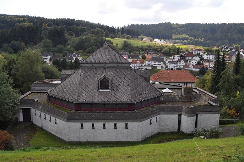 Niederreifenberg, St. Johannes (Bild: Karsten11, CC0)