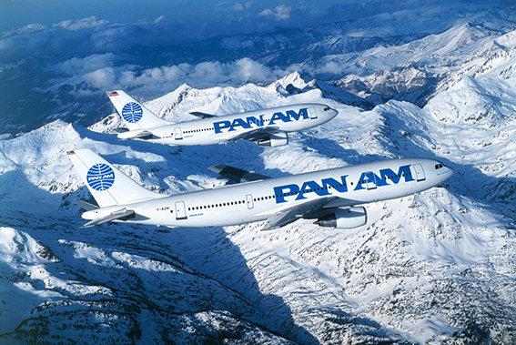 PAN AM im Jahr 1985 unterwegs über den Pyrenäen mit einer Boing A 300 und A310 (Bild: Dietmar Plath, CC BY SA 4.0, OTRS-Ticket 2016110310006894)