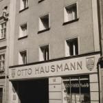 Anfang der 1950er: Das Haus ist aufgestockt, die Fassade geglättet (Bild: O. Hausmann)