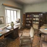 Eiche dunkel: das Chefzimmer. Im Schreibtisch lag die Geschäftspost von 1974 (Bild: D. Bartetzko)