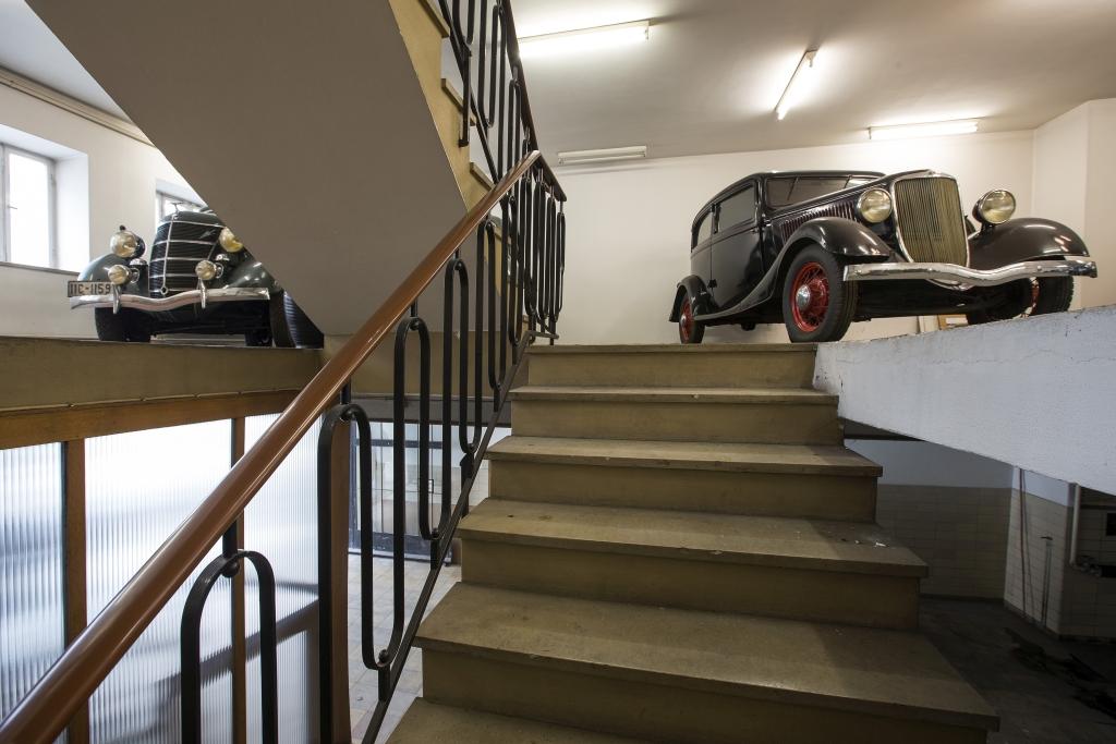 1975 schlossen sich die Türen des Autohauses Hausmann in Passau. Im Februar 2015 gab es noch einmal die Chance, eine Zeitkapsel zu betreten (Bild: Stephan Lindloff)