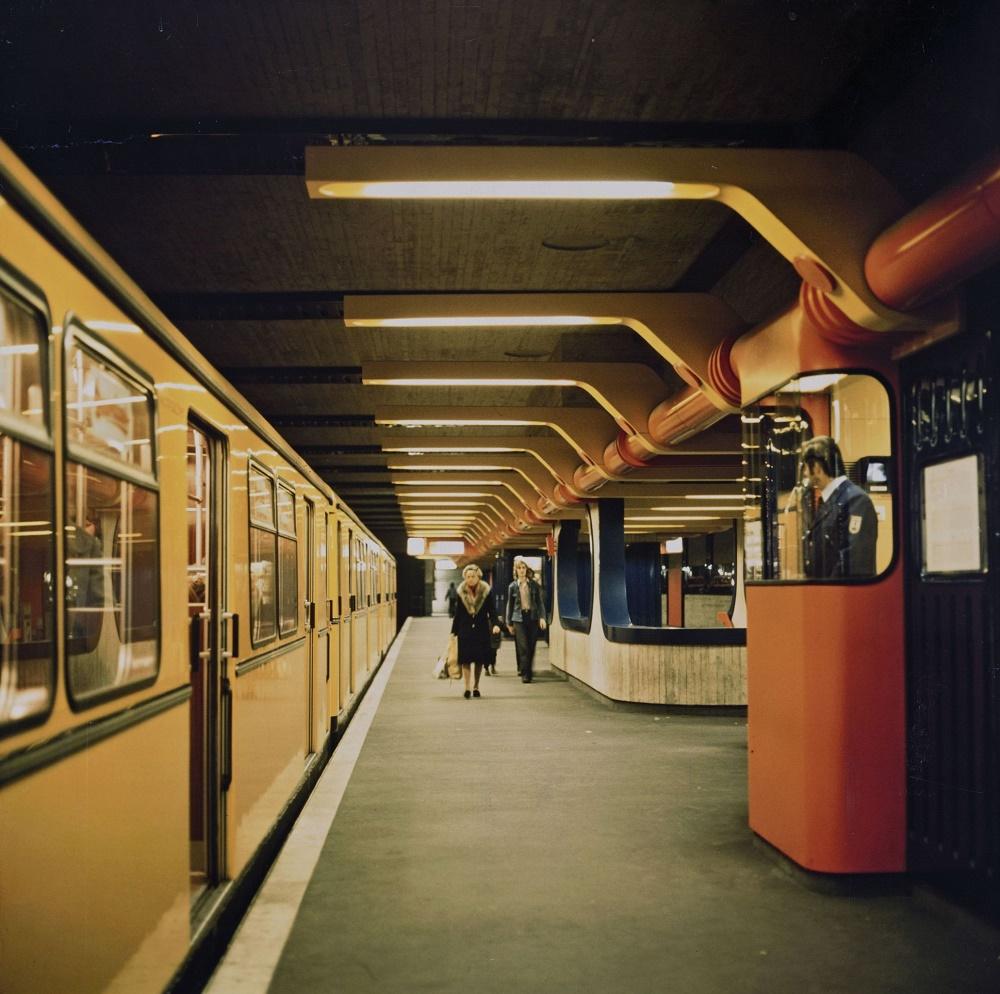 """Ralf Schüler/Ursulina Schüler-Witte, Berlin, U-Bahnhof """"Schloßstraße"""", 1974 (Bild: © Berlinische Galerie)"""