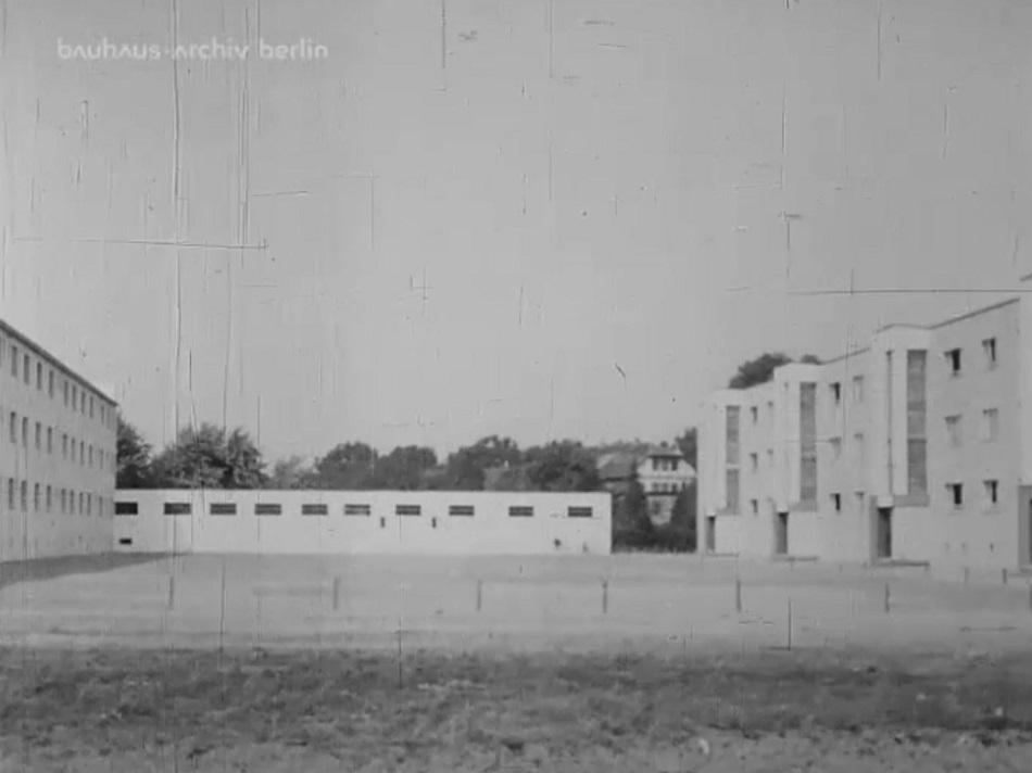 Außenansicht Siedlung Georgsgarten, Filmstill (Bild: Bauhaus-Archiv Berlin)