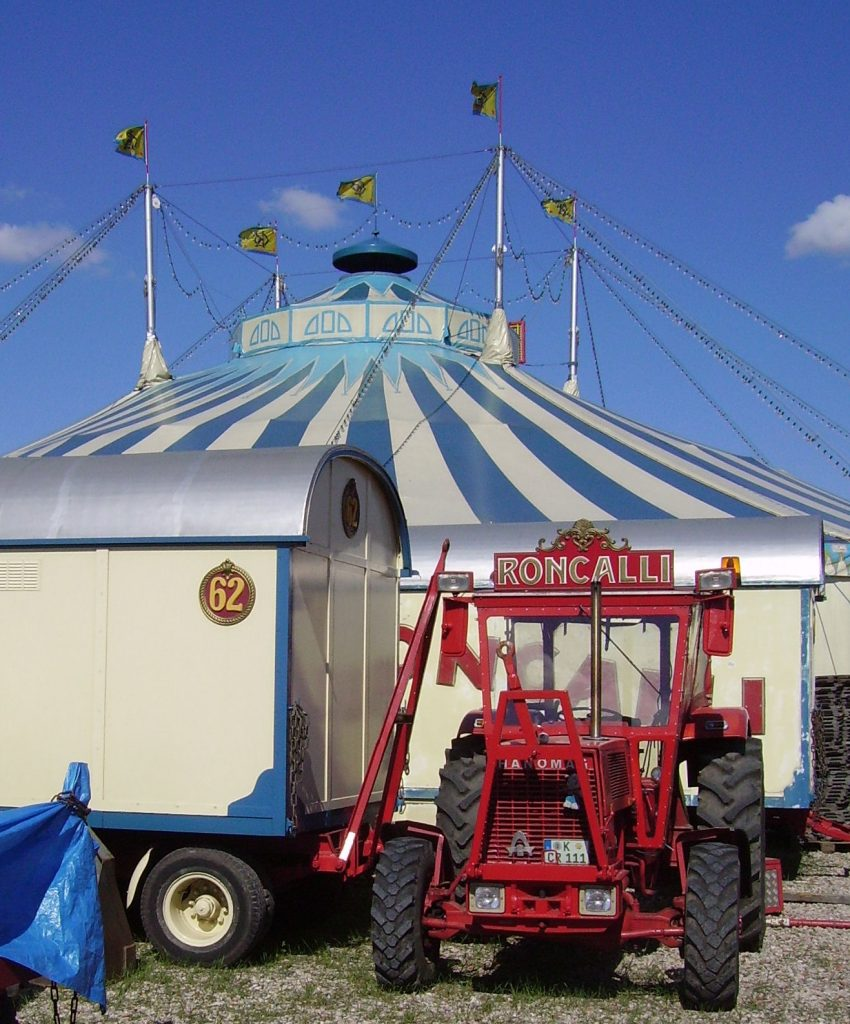 Zirkuszelt (Bild: Immanuel Giel, PD)