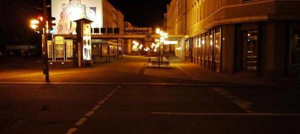 Chemnitz, der Brühlboulevard in einer lauen Augustnacht, 2013 (Bild: S. Necker)