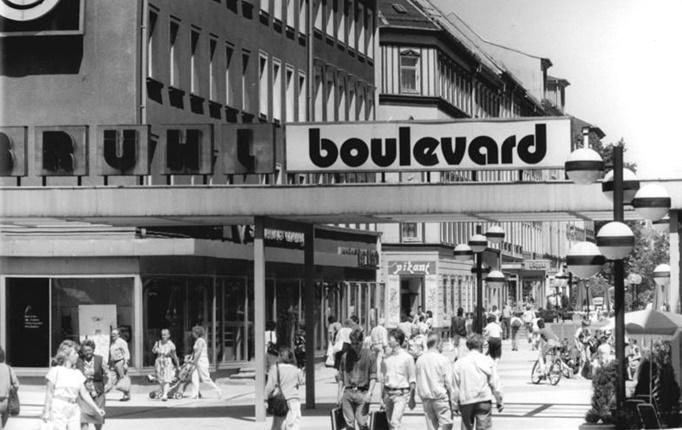 Eingangssituation des Brühlboulevards, Juni 1989 (Bild: Bundesarchiv Bild 183-1989-0623-15, CC BY SA 3.0.de, Foto: Wolfgang Thieme)