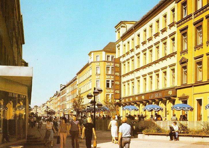 Der leuchtende Brühl – das Farbkonzept hob die Fußgängerzone in Karl-Marx-Stadt von anderen Beispielen der DDR ab (Bild: Wissenschaftliche Sammlungen zur DDR-Planungsgeschichte, IRS Erkner)