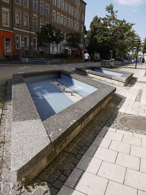 Auch die Brunnenanlagen sind außer Betrieb und teilweise ganz verfallen (Bild: S. Necker)