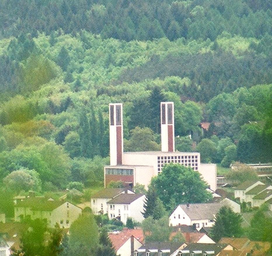 Saarbrücken-Dudweiler, St. Bonifatius (Bild: Dguendel, GFDL oder CC BY SA 3.0, 2009)
