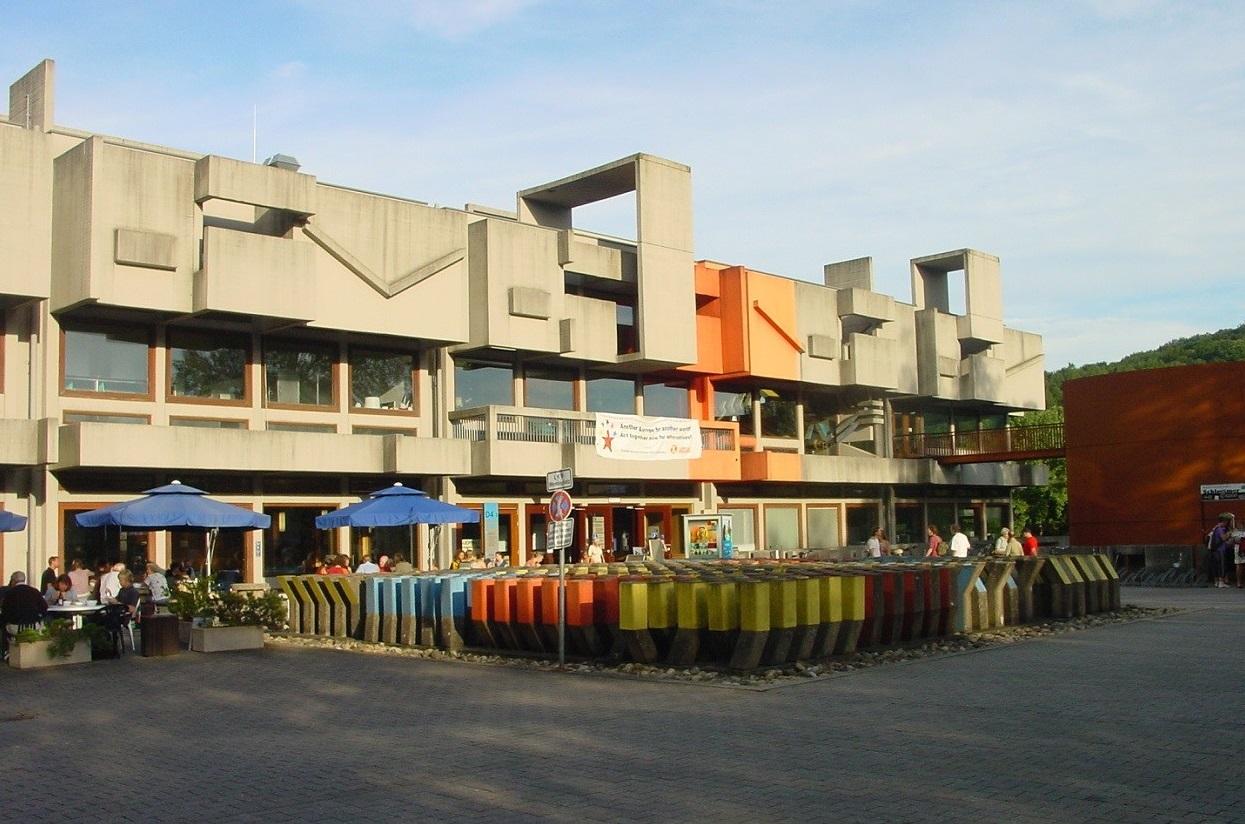 Saarbrücken, Mensa, 2008 (Bild: Andreas Heiske, GFDL oder CC BY SA 3.0)
