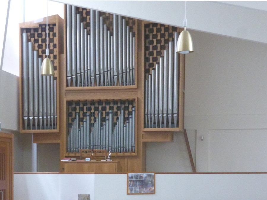 Salzburg, St. Severin, Orgel (1975) aus St. Elisabeth in Riegelsberg (Bild: Schmeissnerro, CC BY SA 4.0, 2015)