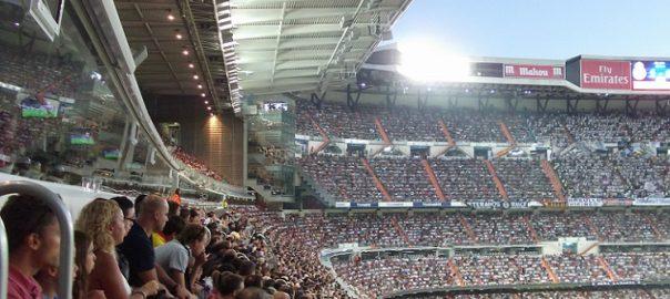 Sitzen im Fußballstadion