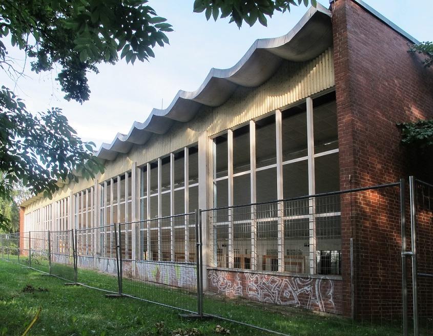 Schwerin-Lankow, Schwimmhalle (Bild: Annette Jawi)