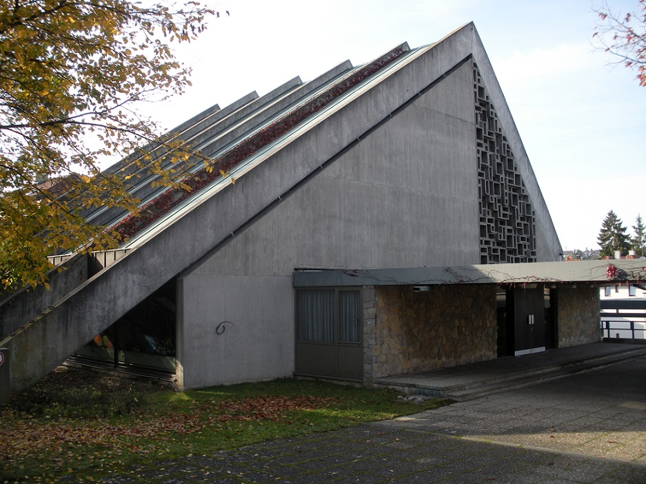 Stuttgart-Botnang, Nikodemuskirche, 2008 (Bild: Bear62, GFDL oder CC BY SA 3.0)