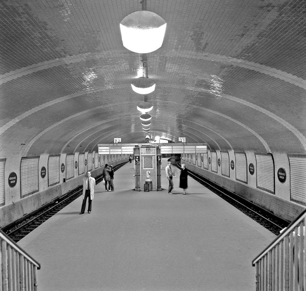 "Berlin, U-Bahnstation ""Märkisches Museum"", 1984 (Bild: Gerd Danigel, ddr-fotograf.de, CC BY SA 4.0)"