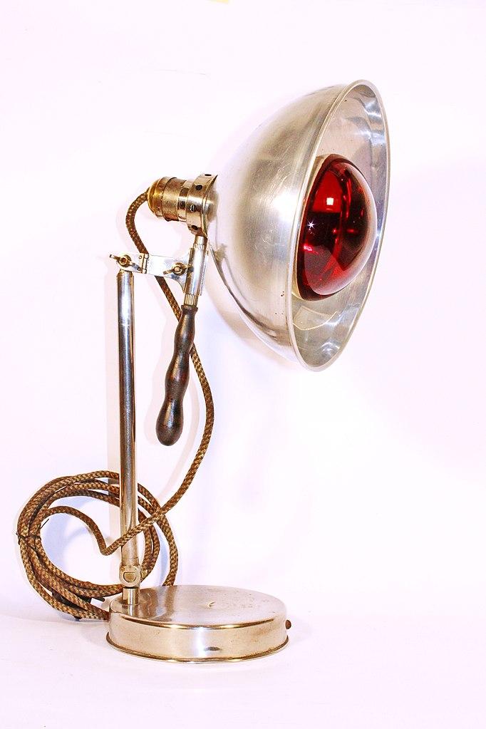 Lampe (Bild: Tekiii, Bildquelle: Museum für Wissenschaft und Technologie Belgrad, CC BY SA 3.0)