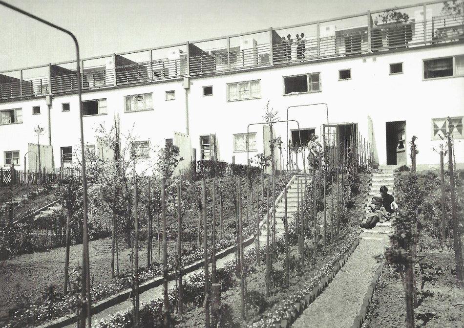 Ernst May und Leberecht Migge: Gärten in der Siedlung Praunheim, 1936 (Bild: historische Fotografie o. A., Bildquelle: Migge, Leberecht, Jedermann Selbstversorger, Jena 1918)