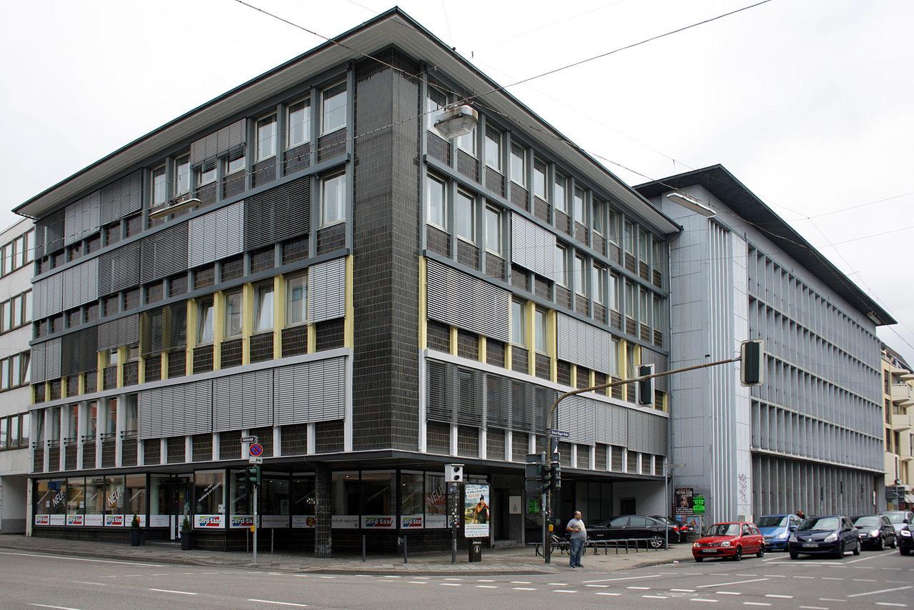 Die Architekten des Volksfürsorgehauses in Saarbrücken fanden, dass braune Fliesen dem Stadtbild gut täten (Bild: Yannis Popannis, CC_BY_SA 4.0)