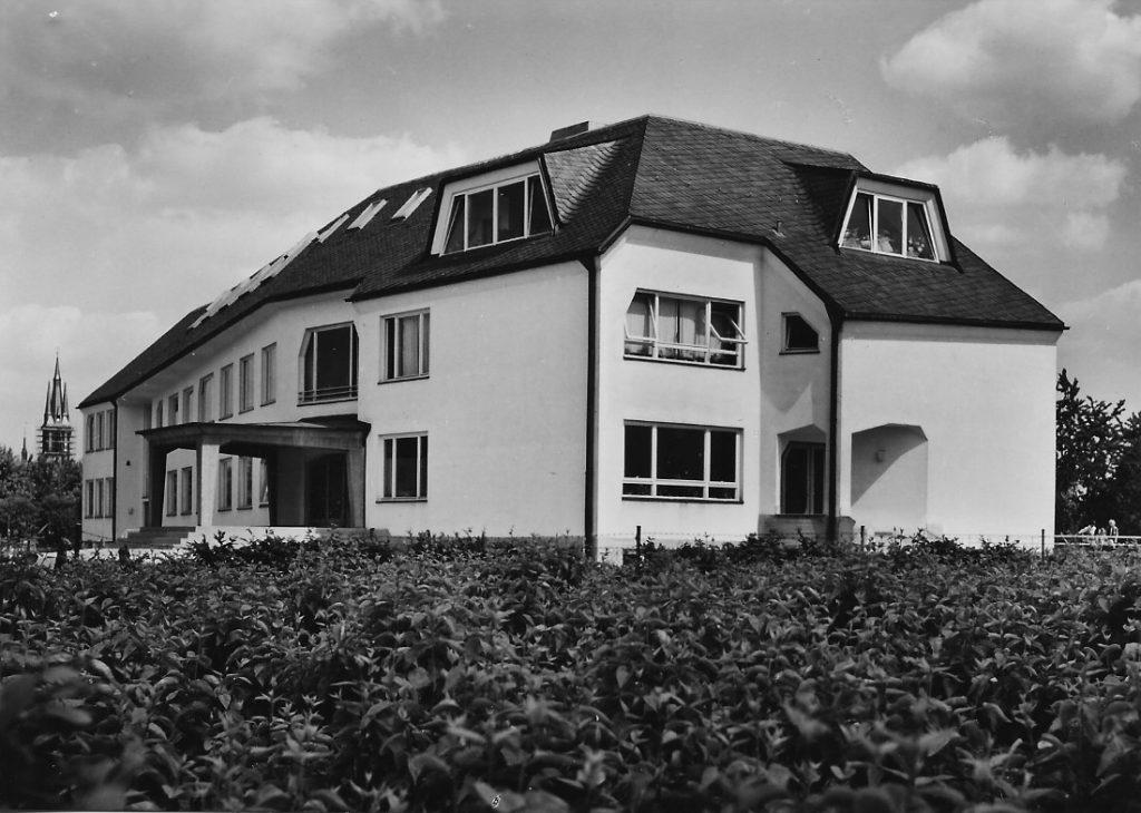 Frankfurt am Main, Freie Waldorfschule, Altbau, 1958–67 (Walter Beck), Ansicht Nord-West (Foto: N. N.)