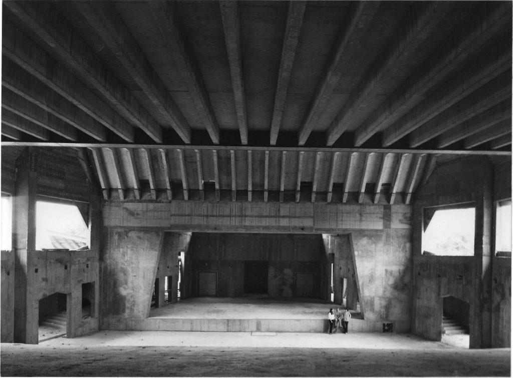 Frankfurt am Main, Freie Waldorfschule zweiter Altbau, 1958–67 (Walter Beck), Saalgebäude (Foto: N. N.
