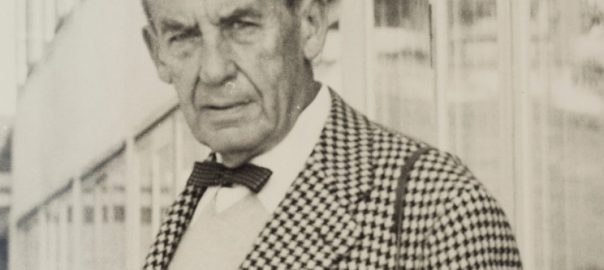 Walter Gropius 1955 zur Einweihung der Hochschule für Gestaltung Ulm (BIld: René Spitz, CC BY SA 3.0)
