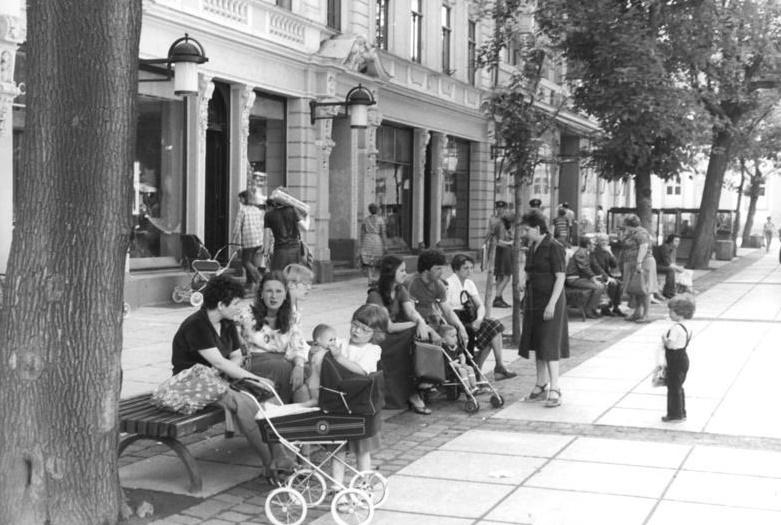 Weimar, Schillerstraße, 1981, Fußgängerzone (Bild: Bundesarchiv Bild 183-Z0720-312, CC BY SA 3.0.de, Foto: Hubert Link)
