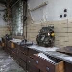 Ein Menschenleben später: Der Kran und die Werkbänke stehen im Februar 2015 noch immer (Bild: Stephan Lindloff)