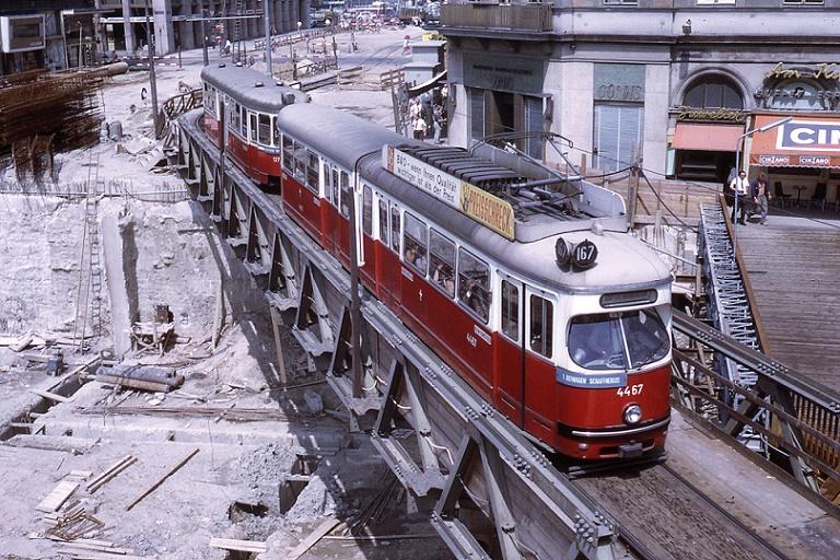 Wien, Tram, Behelfsbrücke am Karlsplatz, 1970 (Bild: jhm0284, CC BY SA 2.0)