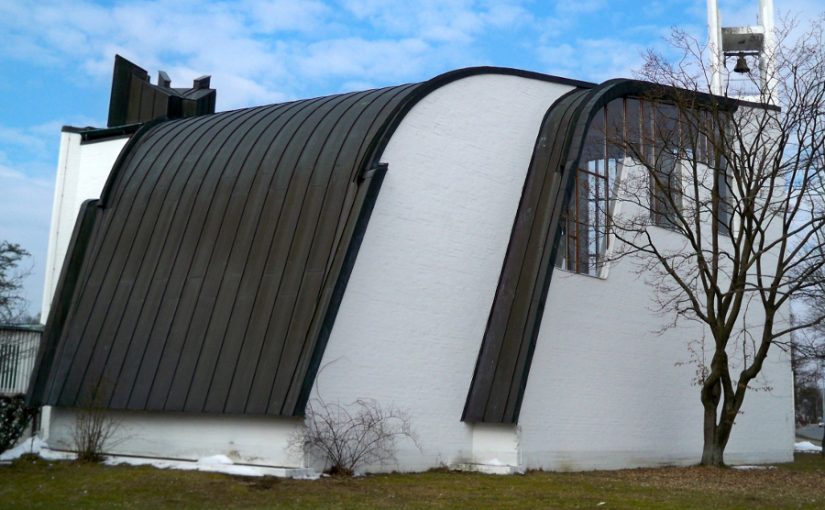 Wolfsburg, Heilig-Geist-Kirche (Bild: Vanellus Foto, GFDL oder CC BY SA 3.0, 2013)