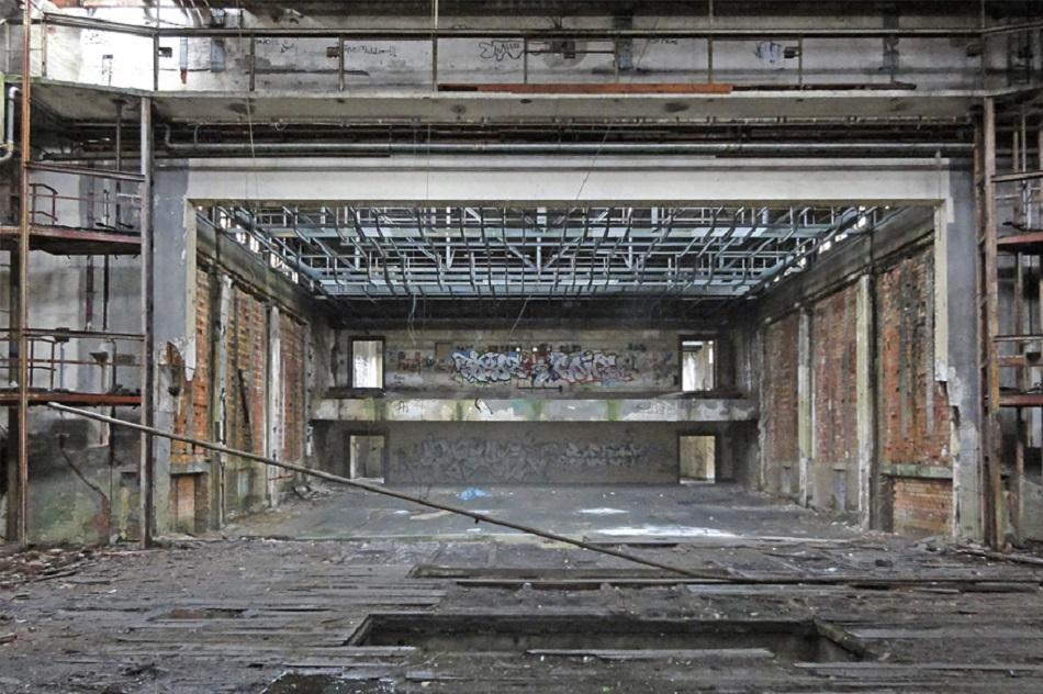 Im großen Saal Kulturhaus Zinnowitz sind heute die Fenster vermauert (Bild: Seidel Architekten)