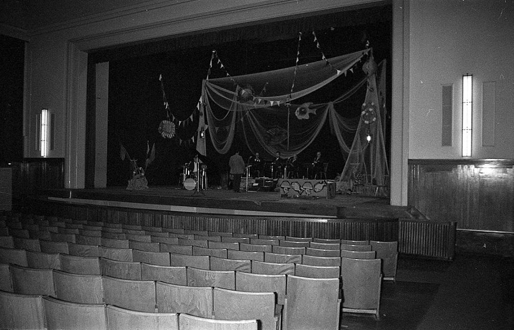 Der große Saal des Kulturhauses Zinnowitz konnte 900 Besucher fassen (Bild: Historische Gesellschaft zu Seebad Zinnowitz auf Usedom, Foto: Volker Schütz, Stralsund)