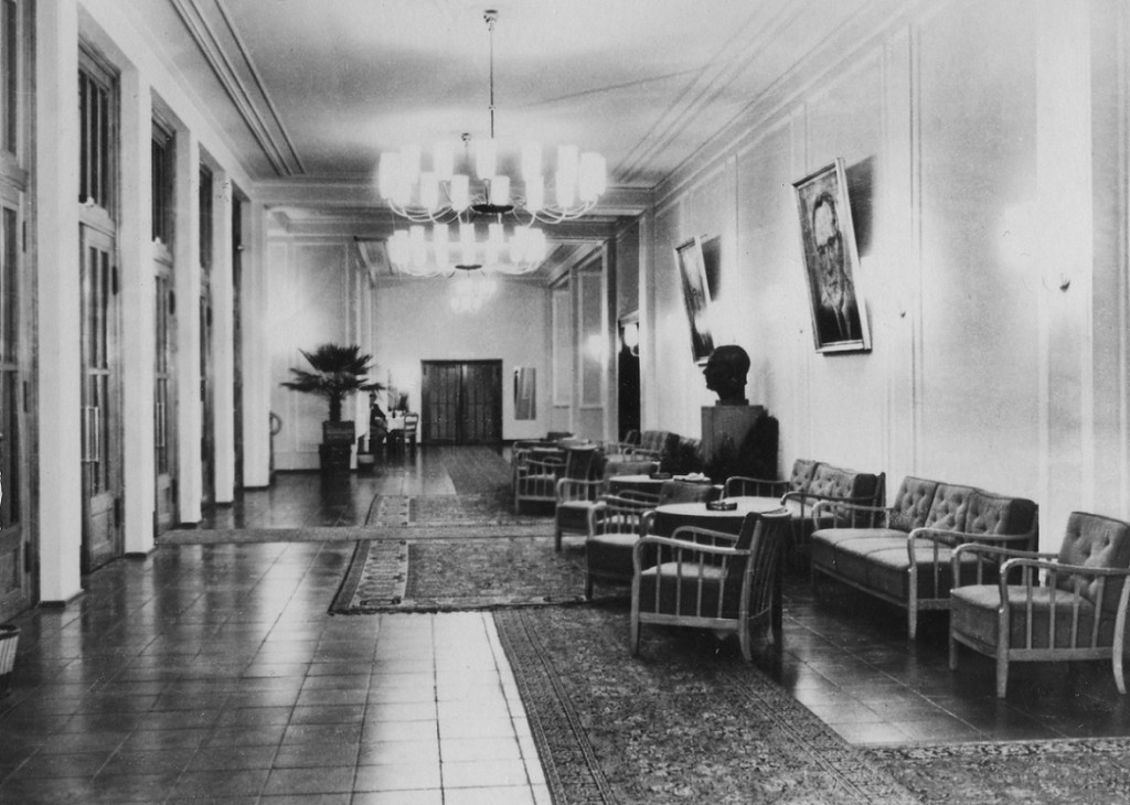 Der Empfangsbereich des Kulturhauses Zinnowitz vor der Wende (Bild: Historische Gesellschaft zu Seebad Zinnowitz auf Usedom, Foto: Volker Schütz, Stralsund)