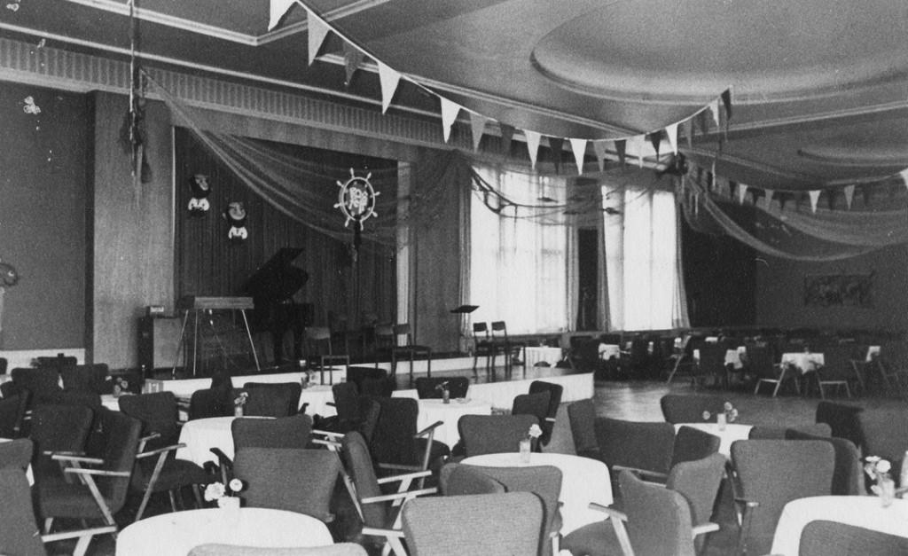 Im Kulturhaus Zinnowitz fand sich auch im Tanzcafé eine Bühne (Bild: Historische Gesellschaft zu Seebad Zinnowitz auf Usedom, Foto: Volker Schütz, Stralsund)