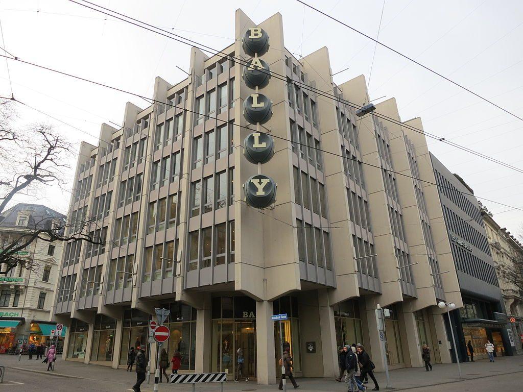 Zürich, Bally-Gebäude mit Buchstabenwürfeln (Gérard Miedinger, 1967) (Bild: Paebi, CC BY SA 3.0, 2013)