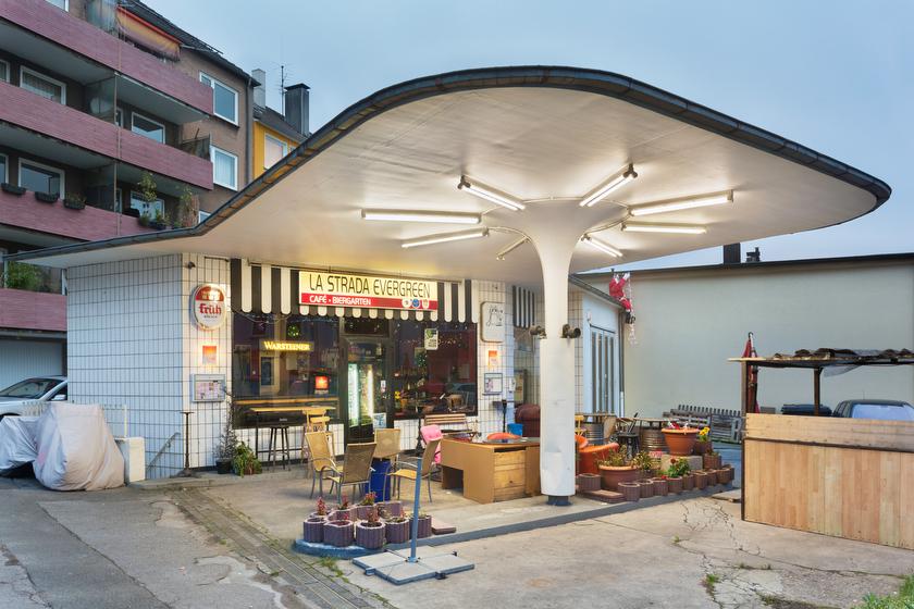 Wuppertal, ehemalige Tankstelle, jetzt Café und Biergarten (Bild: © Joachim Gies, 2013)