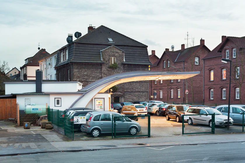 Gladbeck, ehemalige Tankstelle, jetzt Autohändler (Bild: © Joachim Gies, 2014)