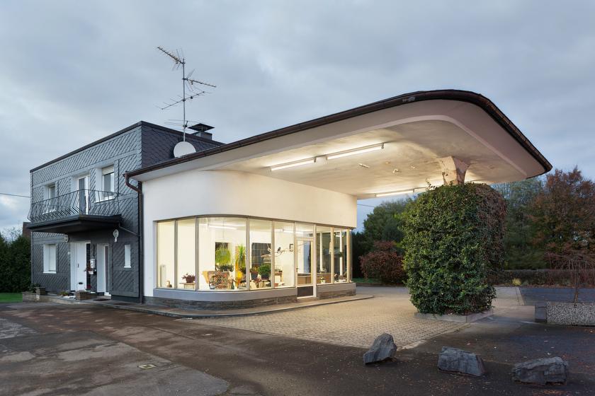 Marienheide, ehemalige Tankstelle, jetzt Wohnhaus (Graupapagei Werner) (Bild: © Joachim Gies, 2013)