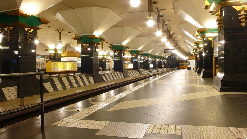 Berlin, U-Bahnhof Rathaus Spandau (Bild: Phaeton1, CC BY SA 3.0)