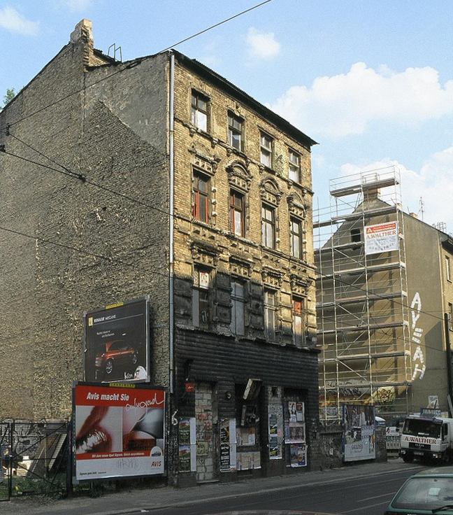 Berlin-Mitte, Eimer, 1990-2003, Rosenthaler Straße 68 (Bild: bekaem, CC BY 2.0, 2003, via flickr.com)