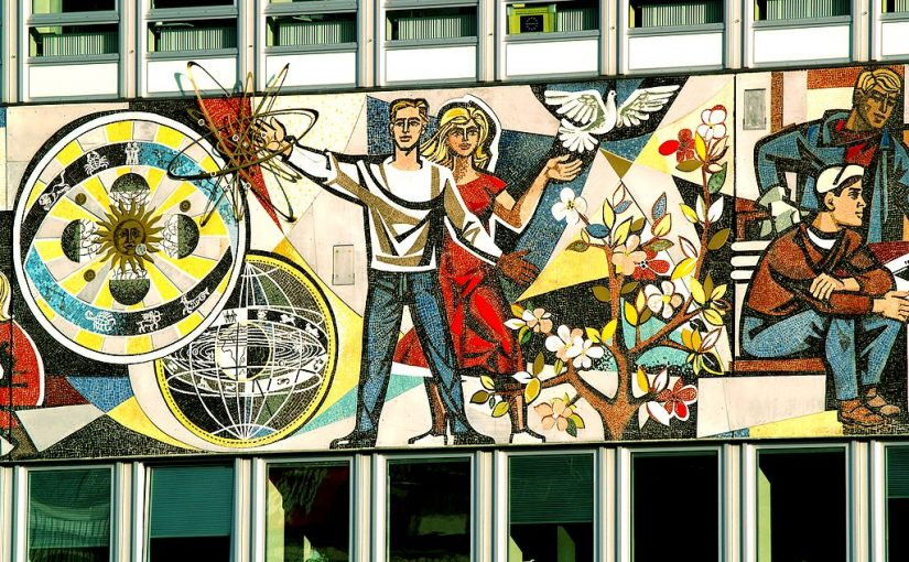Berlin, Haus des Lehrers, Mosaikfries (Bild: Jolove55, CC BY SA 3.0, 2009)