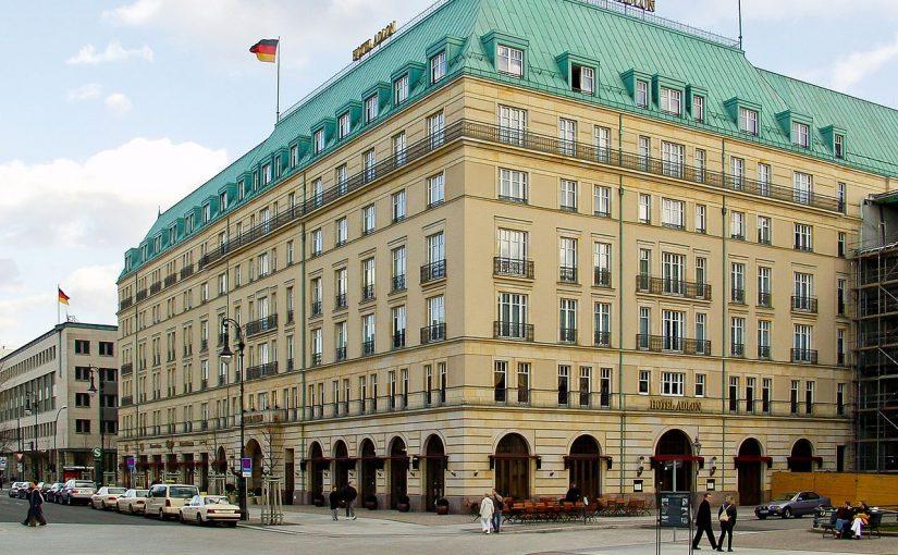 Berlin, Hotel Adlon (Bild: © Raimond Spekking, CC BY SA 4.0, via wikimedia commons, 2004)