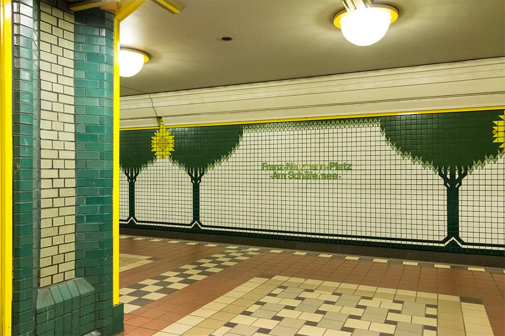 "Berlin, U-Bahnstation ""Franz-Naumann-Platz/Am Schäfersee"" (Bild: Sven Heinrichs)"
