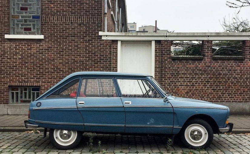 Auto vor Haus