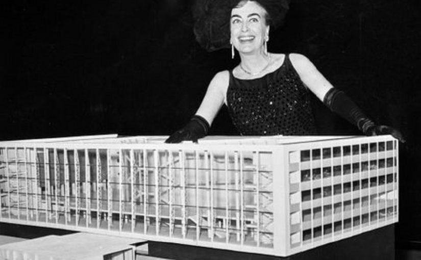 """Joan Crawford bei der Eröffnung der Ausstellung """"The New Theatre in Germany"""", New York, 5. Februar 1961 (Bild: Baukunstarchiv NRW)"""