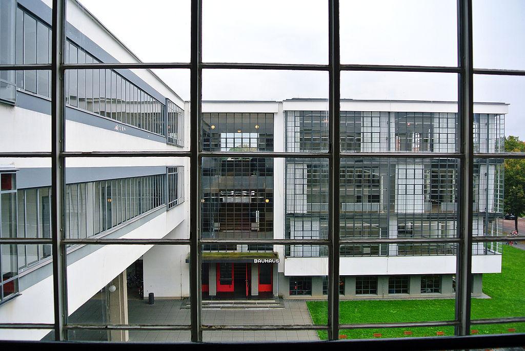 Dessau, Bauhausgebäude (Bild: Spyrosdrakopoulos, CC BY SA 4.0, 2014)