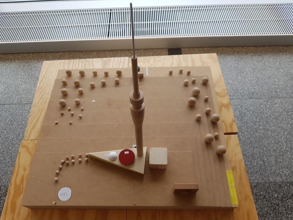 """Modell des Fernsehturms im Kulturpalast anlässlich der Ausstellung """"1969 - 1919. Meilensteine der Dresdner Nachkriegsmoderne"""" (Bild: Fernsehturm Dresden e. V.)"""