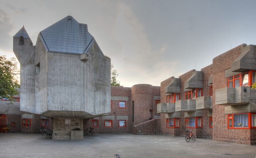 Düsseldorf-Garath, St. Hildegard (Bild: Elke Wetzig, CC BY SA 3.0 oder GFDL, 2009)