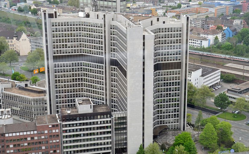 Essen: RWE-Hochhaus in der Huyssenallee fällt